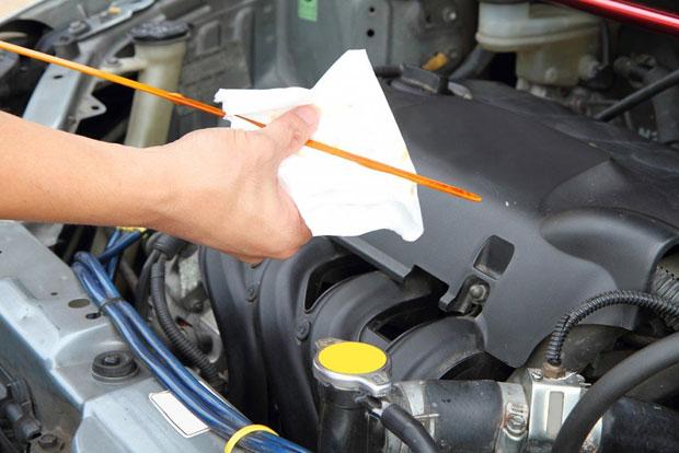 varilla de aceite de un vehiculo